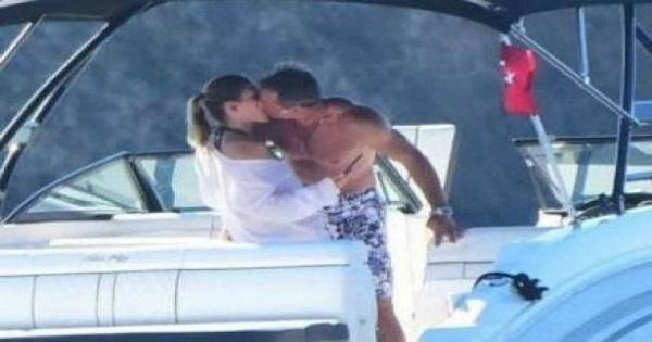 20-09-17-kissing