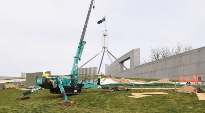 A-security-fence-goes-up-around-Parliament-House-960x540